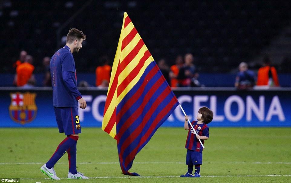 Pique Tetap Membela Spanyol Meskipun Berpihak Catalonia