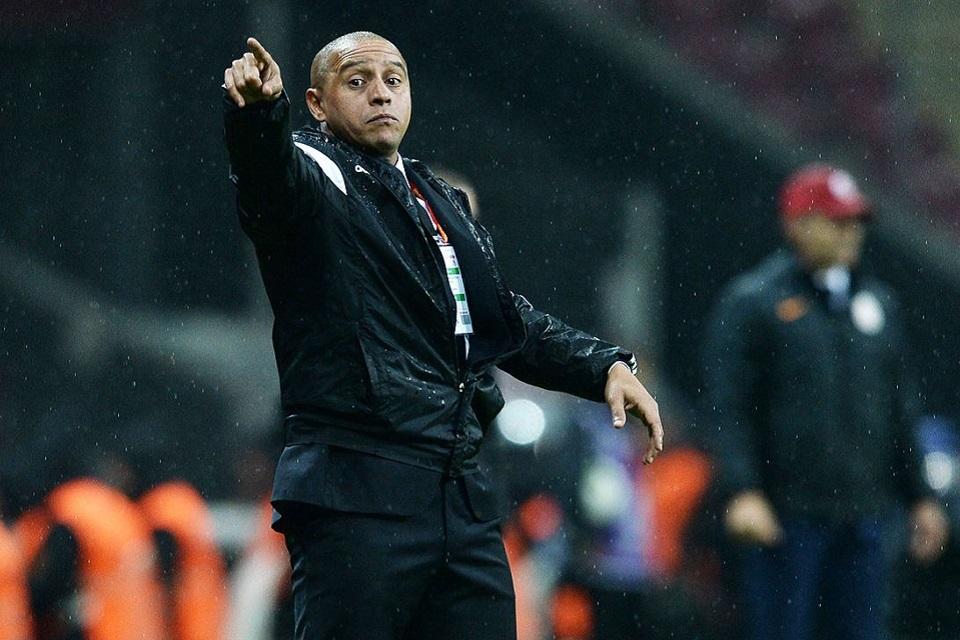 Roberto Carlos Dikabarkan Tertarik Latih Bali United